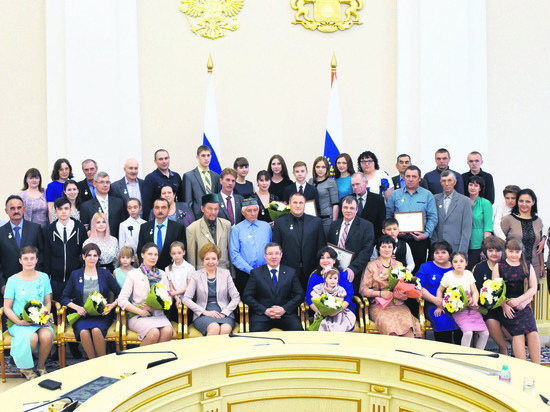 В Тюмени наградили лучших матерей иотцов