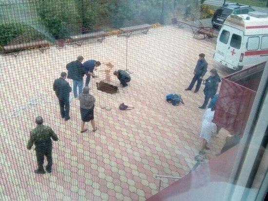 Ребенок умер, провалившись под землю ушколы вТюменской области
